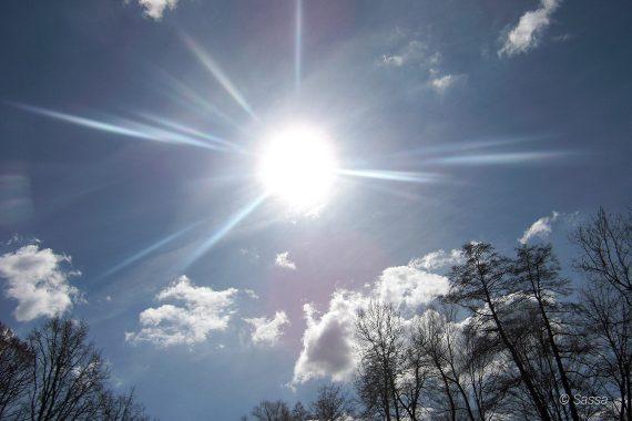 Naturschauspiel Sonne vereinzelte Wolken