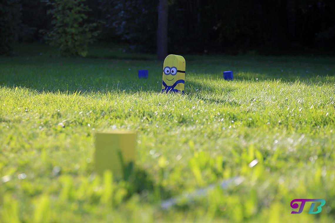 Wikingerschach Kubb Minion Outdoor Aufstellung