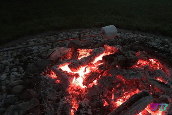 Lagerfeuer Feuerstelle Marschmallow