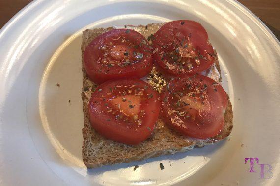 Toast überbacken Tomate Basilikum