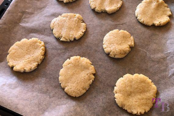 vegane Cookies Rezept Teig platttdrücken