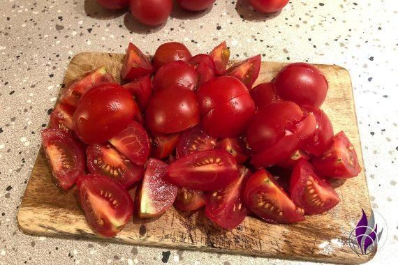Tomateneier Tomaten vierteln