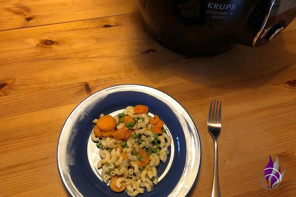"""<span class=""""sponsored_text""""> Sponsored Post</span> Schnelle Hörnchennudeln mit Gemüse aus der Cook4Me – gesund und lecker"""