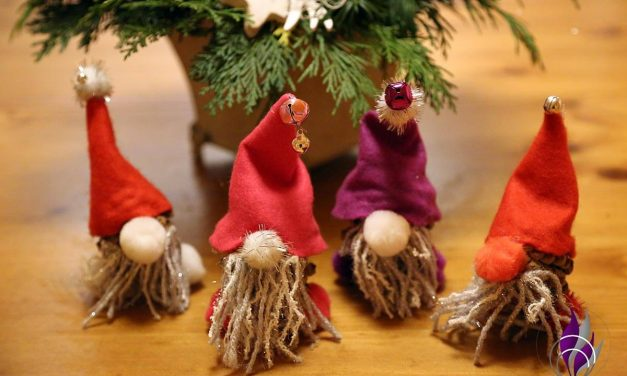 Kinderleichte DIY-Weihnachtsdeko und -geschenke: Wichtel aus Zapfen