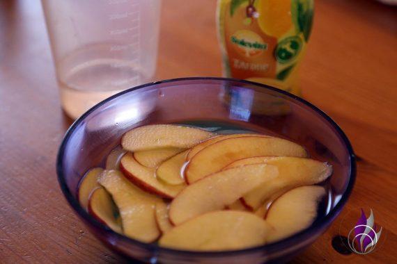 fun4family Apfel-Blätterteigrosen Apfelspalten einweichen