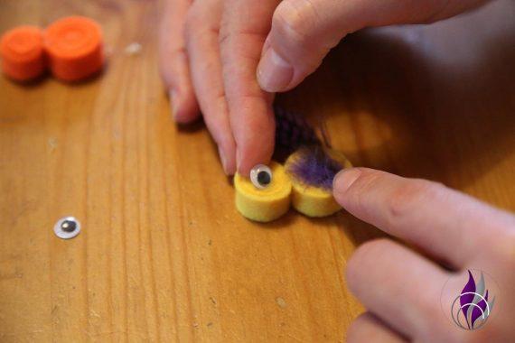 fun4family DIY Küken Wackelaugen ankleben