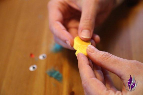 fun4family DIY Küken Rollen zusammenkleben