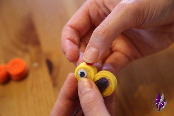 fun4family DIY Küken Schnabel ankleben