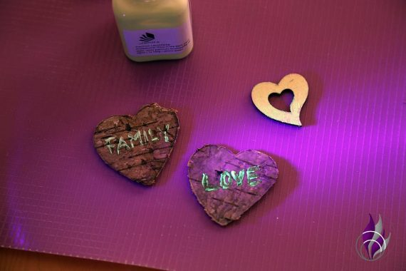 fun4family DIY Dekoglas Dekoherzen Leuchtfarbe UV Licht