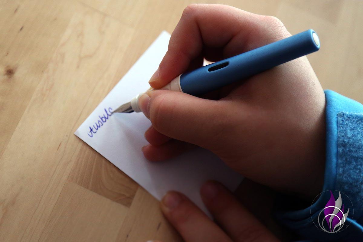fun4family Pelikano Up Füller halten und schreiben