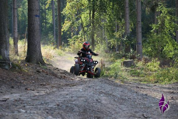 fun4family Kinder E-Quad Fahrspaß Action