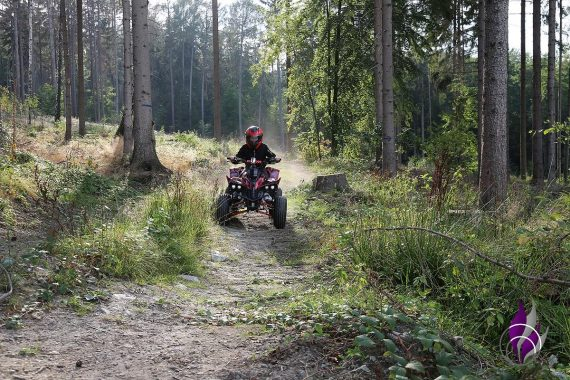 fun4family Kinder E-Quad Gelände Wald