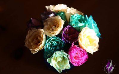 Rosen färben – schöne DIY-Idee für individuelle Blumen-Grüße