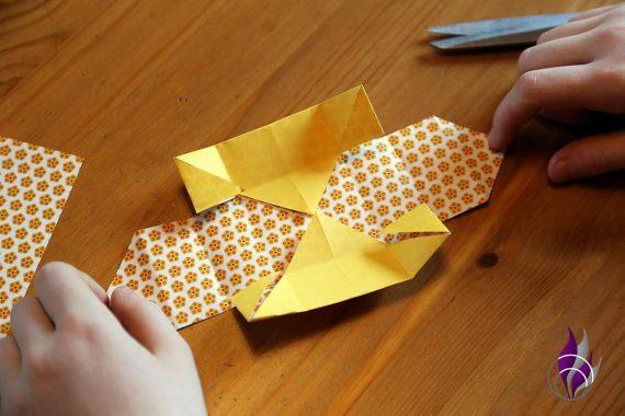 fun4family Schachtel basteln Dreiecke Mitte auffalten