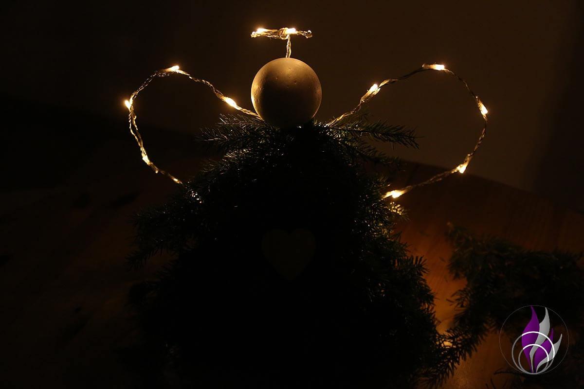 fun4family Fichtenzweige LED leuchten im Dunkeln