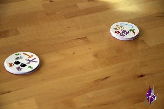 fun4family Dobble Reaktionsspiel Kartenspiel Kartenstapel Spieler