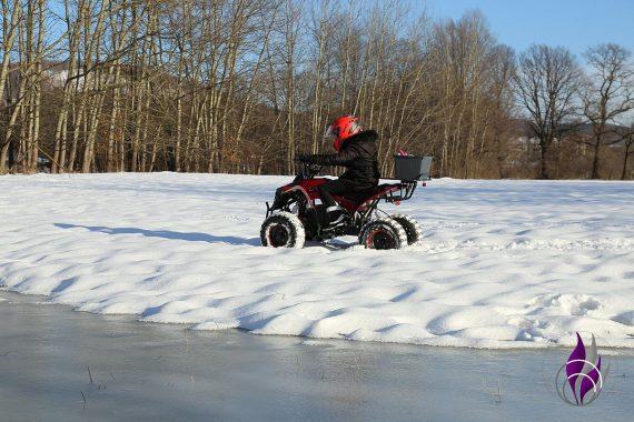 fun4family Winter Wonderland E-Quad Ausfahrt Schnee