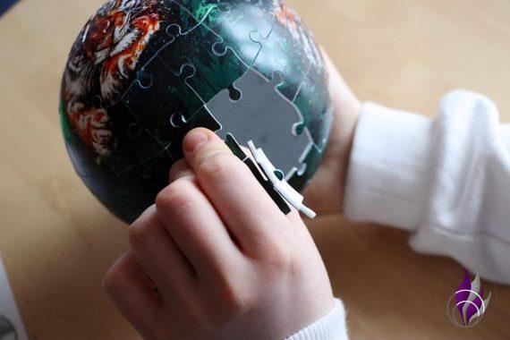fun4family 3D Puzzle-Ball Nachtlicht Puzzleteile entfernen