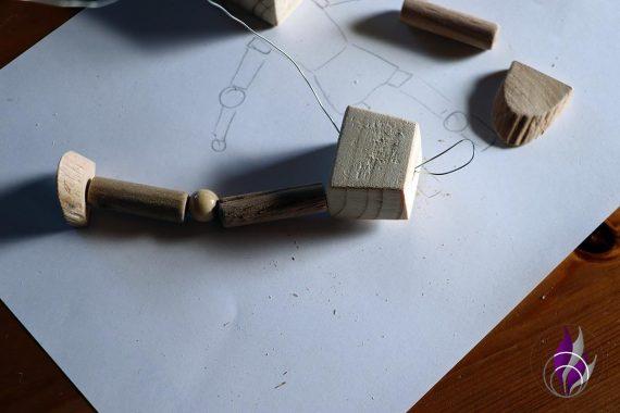 fun4family Wooddoll Holzpuppe Draht durchstecken