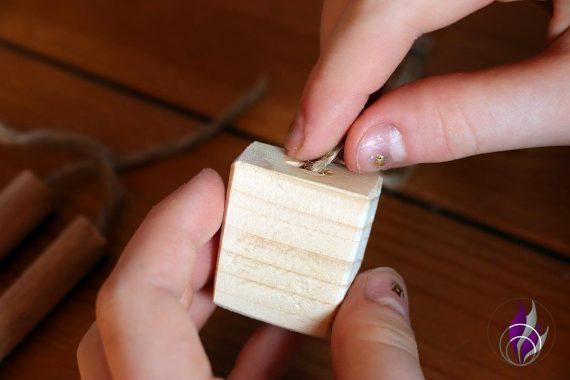 fun4family Wooddoll Holzpuppe Faden durchfädeln