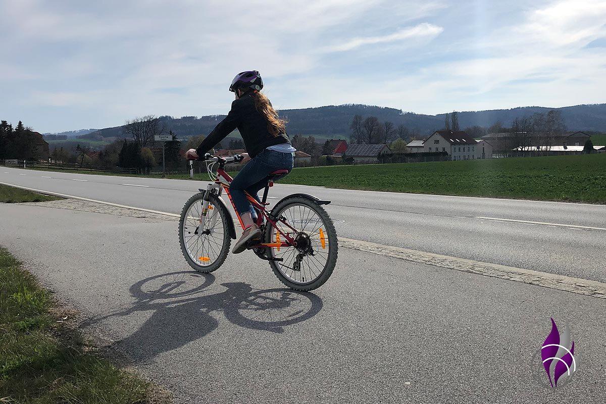 Bewegungs-Challenge Schule Fahrrad fahren 3
