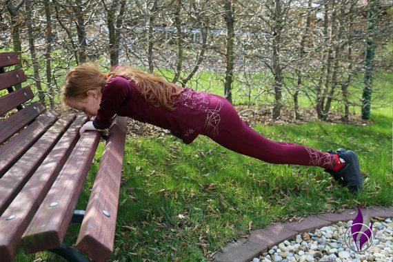 Bewegungs-Challenge Schule Workout Liegestütz Bank