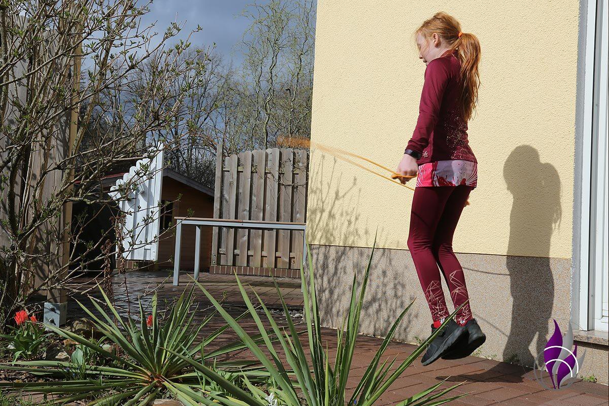 Bewegungs-Challenge Schule Seil springen