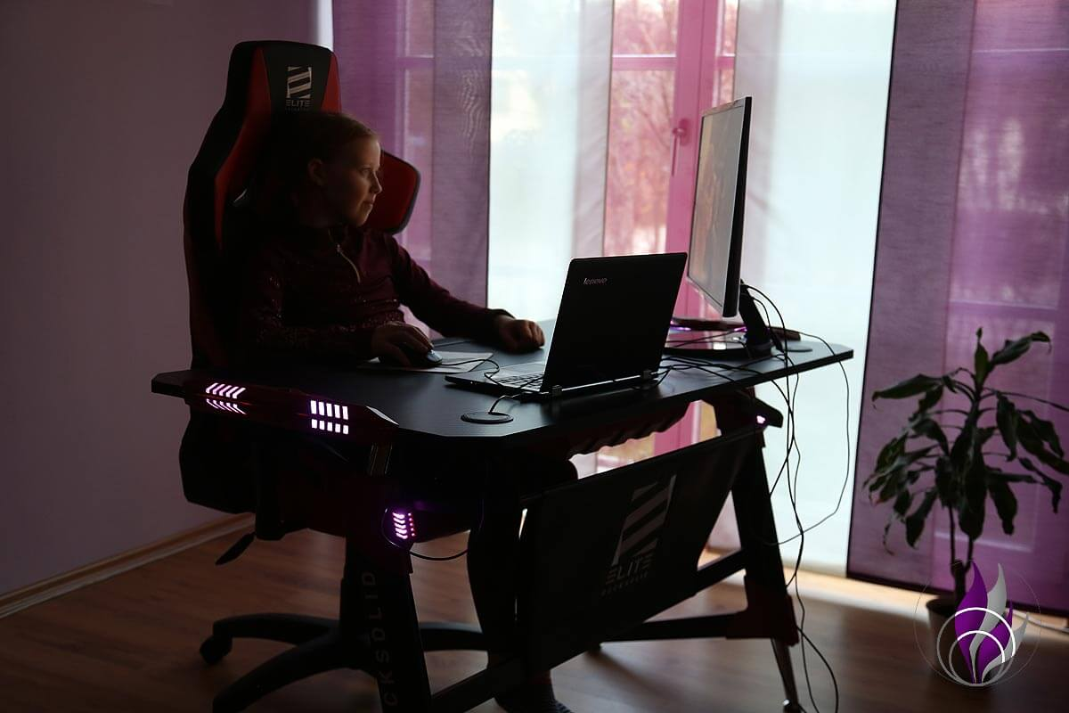 Elite Gaming Schreibtisch Beleuchtung Tischkante Tischbein